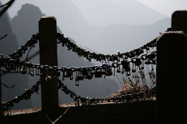 Mount_Huang_China_love_locks